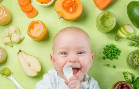 האם מאכלים מוצקים יכולים לעזור לתינוק שלכם להירדם מהר יותר?